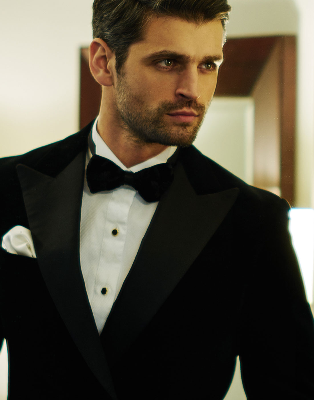 Peter from The Bachelorette sporting a J.TOOR bespoke suit slider 5