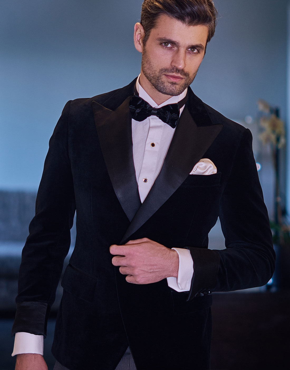 Peter from The Bachelorette sporting a J.TOOR bespoke suit slider 6